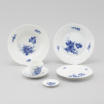 """71 pieces of table ware, """"Blå Blomst"""" by Royal Copenhagen."""