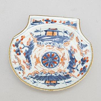 SMÖRSNÄCKA, kompaniporslin. Qingdynastin, Kangxi (1662-1722).