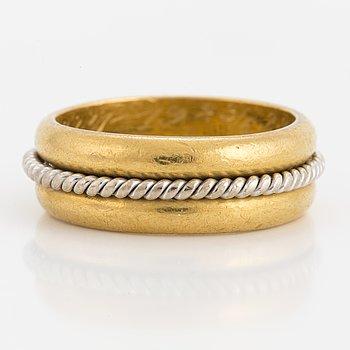 RING, 23K guld, med flätad vitguldskant.