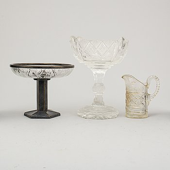 TWO BOWLS AND A CREAM JUG, glass, 19th/20th century.