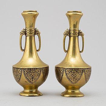 VASER, ett par, mässing, ostasiatiska, 1800-/1900-tal.
