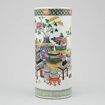 PENSELVAS, porslin, Kina, 1900-tal.