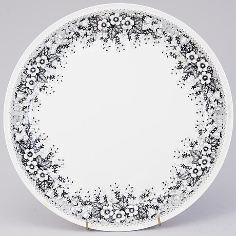 """Richard lindh, ruoka-astiasto, 42 osaa, raija uosikkisen suunnittelema """"talvikki""""-koristelu, arabia 1964-1975."""