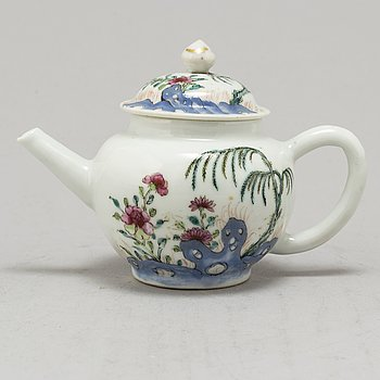 A Chinese enameled porcelain teapot, 18th Century.