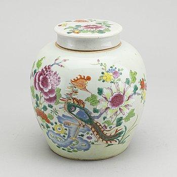 BOJAN, porslin, famille rose, Kina, Qingdynastin, Qianlong (1736-95).