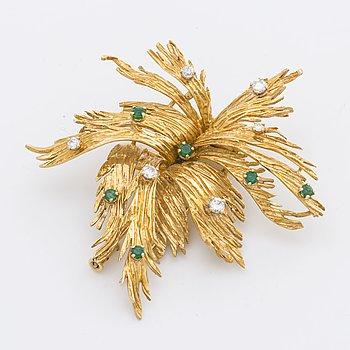 BROSCH 18K guld m briljanter ca 0,35 ct och smaragder.