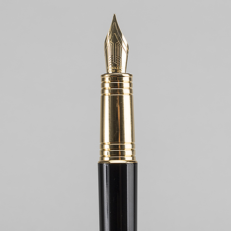 Two parker pens, black fountain pen 18k gold and parker ingenuity stylo. conteporary