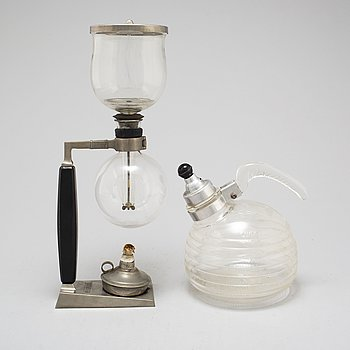 "GERHARD BEHREND, kaffemaskin, SILEX, USA, formgiven 1914. Samt GlasBake ""Beehive"" vattenkokare, USA 1940-tal."