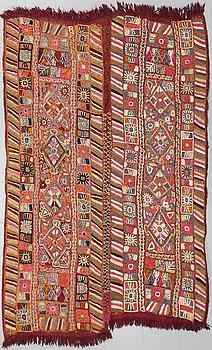 VÄVNAD MED BRODERIER, semiantik/old, Träsknomader, Irak, ca 250 x 155 cm.