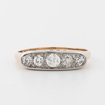 RING, med gammalslipade diamanter.