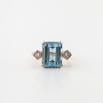 RING, med topas och briljantslipade diamanter.