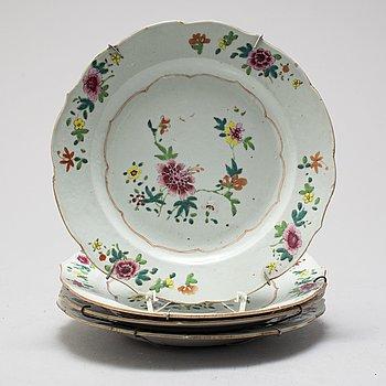TALLRIKAR 4 st, porslin, Kina, Qingdynastin, Qianlong (1736-1796).