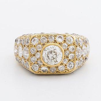 RING 20K guld m gammalslipade briljanter totalt ca 4,5 ct enligt värderingsintyg.