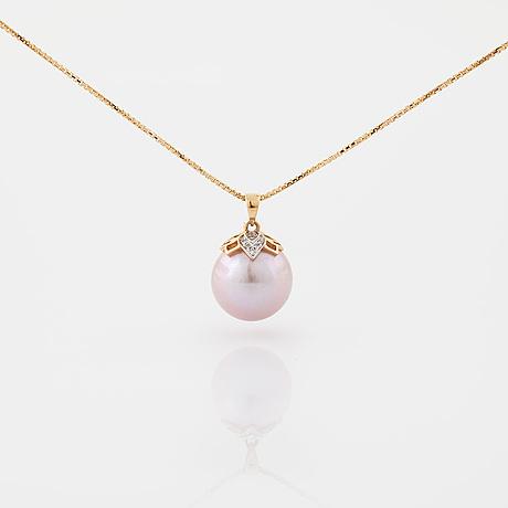HÄnge, med odlad pärla och briljantslipade diamanter totalt ca 0.03 ct.