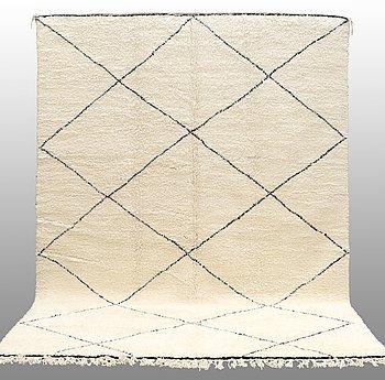 MATTA Marocko, ca 357 x 257 cm.