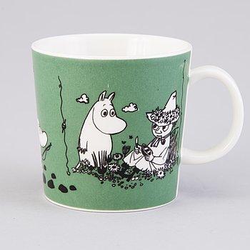 "MUMINMUGG, porslin, ""Mug mörkgrön"",  Moomin Characters, Arabia 1991-1996."