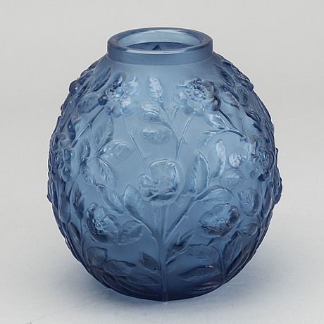 Verlys, an art deco moulded glass vase around 1930