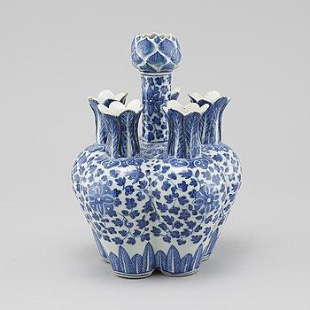 TULPANVAS, porslin, Kina, 1800-tal.