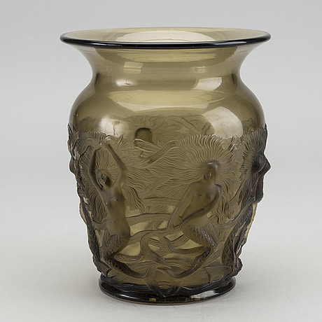 Pierre d'avesn, a moulded glass vase for verlys 1930's.