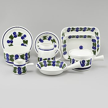 """13 pieces of porcelain from the series """"Irene"""" for Rörstrand around year 1900."""