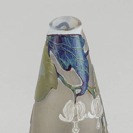 Val st lambert, a signed cameo glass vase late 19th century.