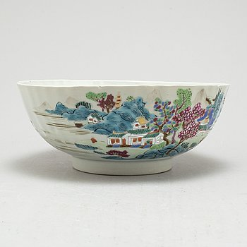 A YONGZHENG BOWL, Qing dynasty, 18th century.
