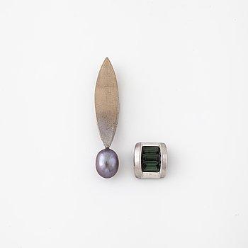 HÄNGEN, 2 st, med odlad Tahiti pärla och turmaliner.