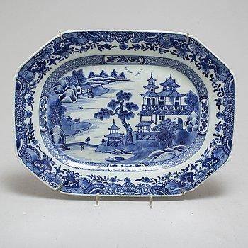 STEKFAT, kompaniporslin. Qingdynastin, Qianlong (1736-1795).
