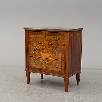 A gustavian chest of drawers, early 20th century.