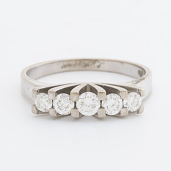 RING 18K whitegold 5 brilliant-cut diamonds 0,66 ct in total engraved, G Dahlgren & Co Malmö 1974.