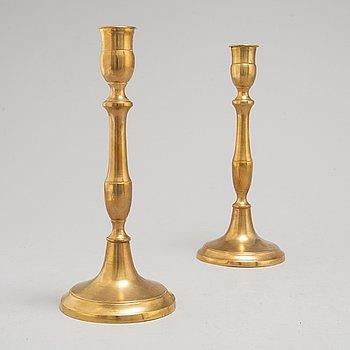 SKULTUNA MESSINGSBRUK, ljusstakar, ett par, Nr 65, mässing, 1800-talets andra hälft.