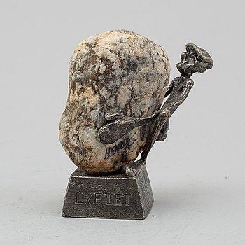 """HENRY GUSTAFSSON, skulptur, tenn och sten, """"Lyftet"""", signerad, Vimmerby, 1986."""