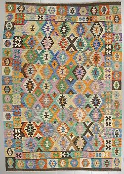 A kilim rug, 290 x 204 cm.