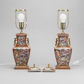 LOCKURNOR / LAMPOR ett par. Kina, 1800-talets första hälft.