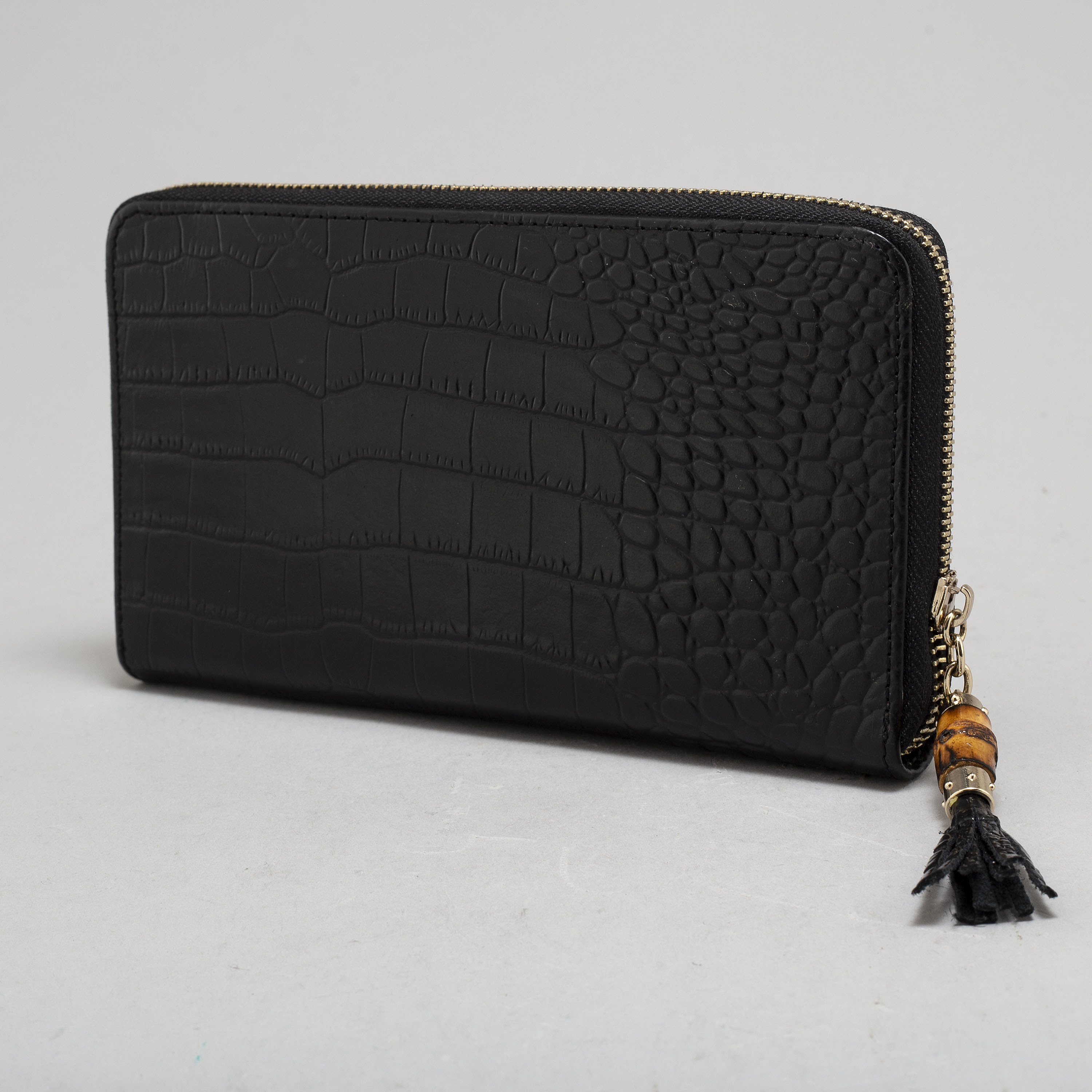 a98614aa70e7 GUCCI, a leather wallet. - Bukowskis