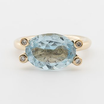 Ring with oval-cut aquamire and brilliant-cut diamonds ca 0.04 cts.