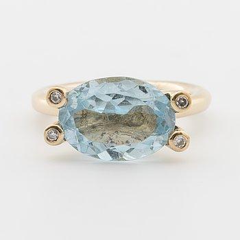 RING, med fasettslipad akvamarin samt briljantslipade diamanter ca 0.04 ct.