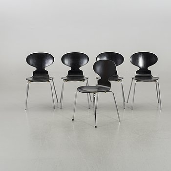 """A SET OF 4+1 """"THE ANT"""" CHAIRS BY ARNE JACOBSEN, Fritz Hansen."""