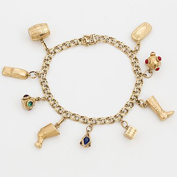 An 18K gold charm bracelet.