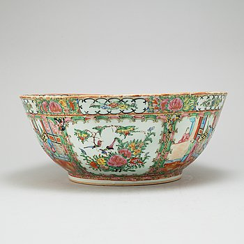A Canton famille rose punch bowl, Qing dynasty, circa 1900.