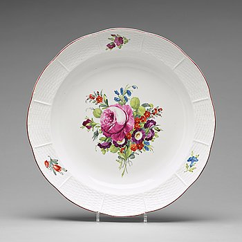 315. A Russian porcelain dish, Imperial porcelain manufactory, period of Empress Elisabeth I, 18th Century.