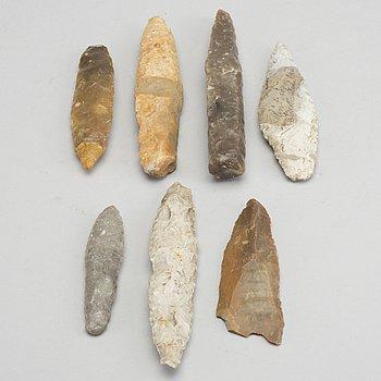 PIL- & SPJUTSPETASR, 7 delar, sannolikt neolitikum / neoliticum.