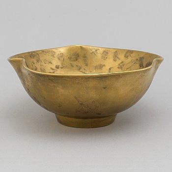 A creamware bowl by Wlhelm Kåge, Gustavsberg, 1928.