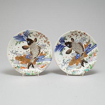 TALLRIKAR, ett par, porslin, Japan, tidigt 1900-tal.