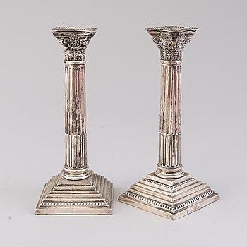 COLEN CHESHIRE, LJUSSTAKAR, ett par, sterling silver, Chester, England 1921.