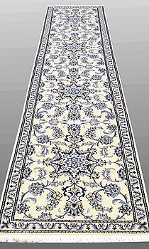 GALLERIMATTA, Nain part silk, ca 400 x 76 cm.