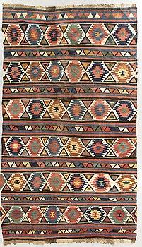 A semiantique Shirvan Kilim ca 312 x 186 cm.