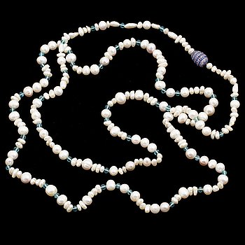 A Gaudy pearl necklace, clasp with sapphires.