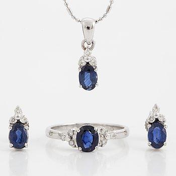 SET med ring, collier och ett par örhängen med safirer och briljanter.