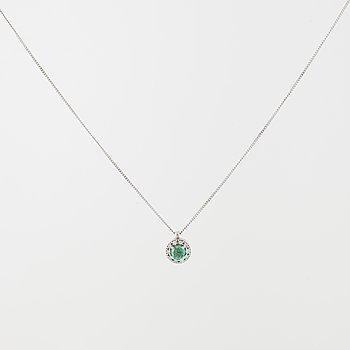 HÄNGE, med smaragd ca 0.25 ct samt briljantslipade diamanter totalt ca 0.10 ct.